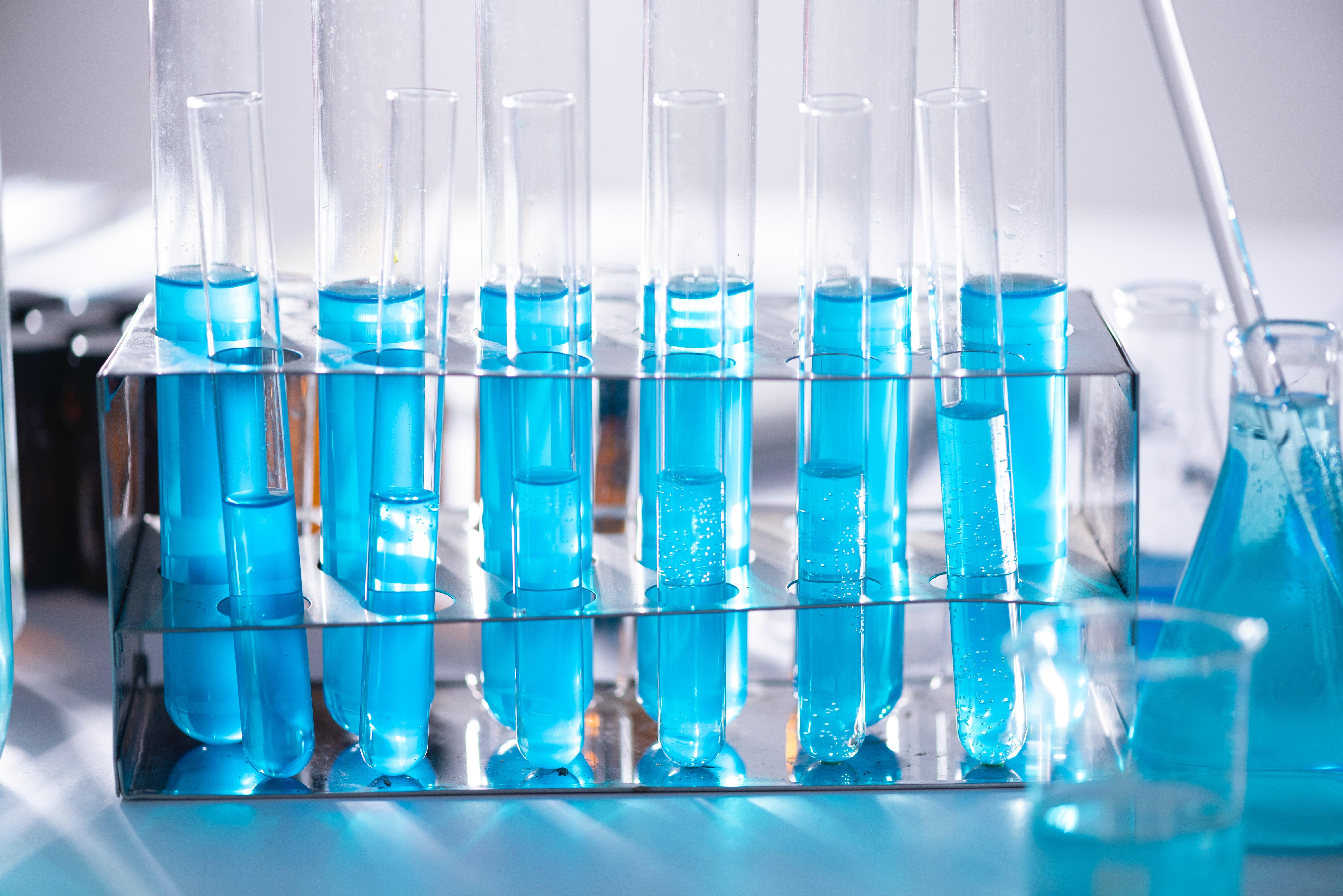 laboratory-test-tubes-2280549